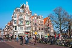 Vida de ciudad en centro de ciudad de Amsterdam Fotografía de archivo libre de regalías
