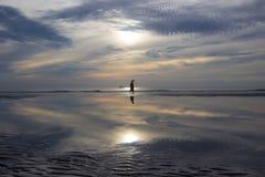 Vida de la mañana en la playa de Hua Hin, Prachuap Khiri Khan Province, Tailandia Con el cielo hermoso y la playa hermosa Imagenes de archivo