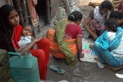 Vida de los tugurios en la India Fotos de archivo