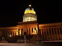 Vida de noche delante del capitolio de La Habana. Foto de archivo libre de regalías