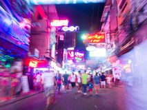 Vida de noche en la calle que camina, Pattaya, Tailandia Fotografía de archivo libre de regalías