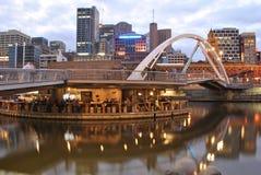 Vida de noite pelo rio de Yarra de Melbourne Imagens de Stock