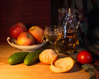 Vida de Stell com frutos e vinho branco Imagens de Stock Royalty Free