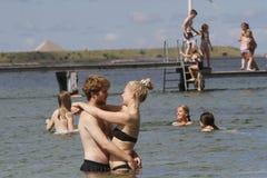 Vida del verano en un día de verano soleado en la playa Imagen de archivo libre de regalías