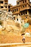 Vida diaria del trabajo en ghat del ganga Fotos de archivo