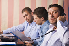 Vida do escritório dos homens de negócio Imagens de Stock Royalty Free
