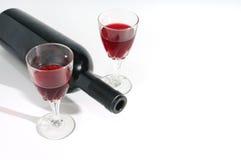 Vida do vidro de vinho e da garrafa de vinho ainda isolada Fotos de Stock Royalty Free