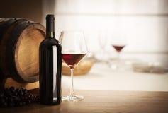 Vida do vidro e da garrafa de vinho ainda Imagens de Stock Royalty Free