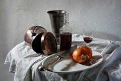 Vida do vinho e da cebola ainda Foto de Stock Royalty Free
