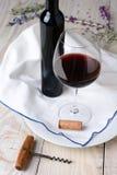 Vida do vinho e da flor ainda Fotos de Stock