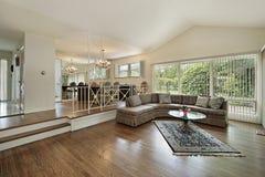 Vida e sala de jantar na HOME do nível do split Fotos de Stock Royalty Free