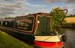 Vida em um barco de canal - Inglaterra fotos de stock royalty free