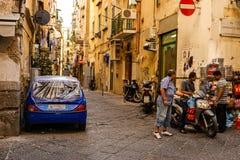 Vida en las calles de Nápoles Imagen de archivo libre de regalías