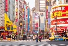 Vida en las calles en Shinjuku el 28 de marzo de 2016 Fotos de archivo libres de regalías