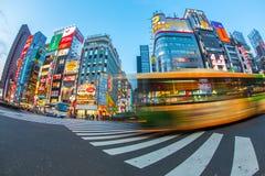 Vida en las calles en Shinjuku el 28 de marzo de 2016 Shinjuku es una sala especial situada en Tokio Fotos de archivo