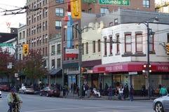 Vida en las calles a lo largo de la calle de Hasting Fotos de archivo libres de regalías