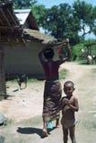 Vida en un pequeño pueblo rural en la India Imagen de archivo libre de regalías
