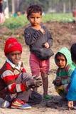 VIDA LA INDIA DEL PUEBLO DEL TRABAJO INFANTIL Imágenes de archivo libres de regalías