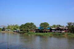 Vida a lo largo del río fotos de archivo libres de regalías