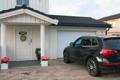 Vida luxuosa - casa e carro Foto de Stock Royalty Free