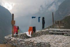 Vida Nepali tradicional del pueblo Ropa de sequ?a imagenes de archivo