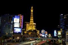 Vida nocturna de Las Vegas - París y el casino de Bally Imagenes de archivo