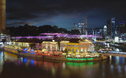 Vida nocturna en Clarke Quay Singapore Aerial Foto de archivo libre de regalías