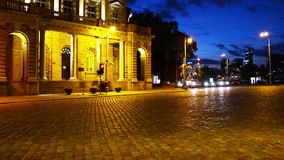 Vida nocturna en el centro de Vilna, Lituania metrajes