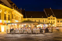 Vida noturna no centro histórico de Sibiu Fotos de Stock Royalty Free