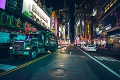 Vida noturno nas ruas de Manhattan Foto de Stock