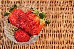 Vida orgánica de tres todavía fresas del verano fresco,  Fotografía de archivo