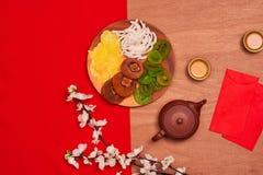Vida puesta plano conceptual de la comida china y de la bebida del Año Nuevo aún Imagen de archivo