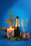 Vida todavía del Año Nuevo con una vela y un champán Imagen de archivo libre de regalías