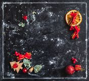 Vida todavía del Año Nuevo en fondo oscuro Foto de archivo libre de regalías