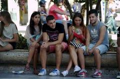 Vida urbana: Gente joven 1 al aire libre Imagenes de archivo