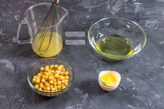 Vidange liquide de saumure de l'eau de pois chiche Vegan Aquafaba photographie stock