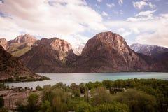 Vidd av sjön Iskander-Kul tajikistan tonat arkivfoto