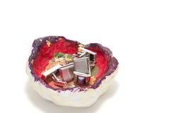Vide-poche ordenado de la bandeja de las misceláneas con las mancuernas Imágenes de archivo libres de regalías