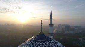 Video aereo della moschea di Sultan Salahuddin Abdul Aziz Shah stock footage