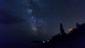 Video al rallentatore della Via Lattea che si muove attraverso il cielo archivi video