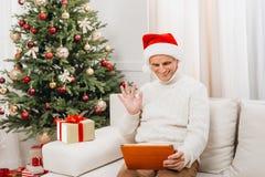 Video appell för mandanande på jul Royaltyfria Foton