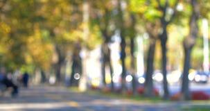 Video astratto di Bokeh di Autumn City Scene With Traffic e della gente video d archivio