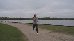 3 video av asiatiskt kvinnligt jogga lager videofilmer