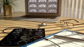 Video cgi-3D der Kamera bewegend entlang Tabelle in Doktorbüro mit Röntgenstrahlscans, -stethoskop und -laptop stock video footage