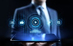 Video concetto commercializzante di Internet di affari di pubblicità on line fotografie stock libere da diritti