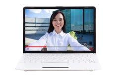 Video concetto del blog - computer portatile con la giovane donna sullo schermo isolato immagini stock