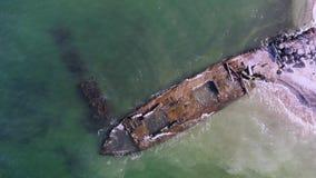 Video de overblijfselen van een oud houten schip stock video