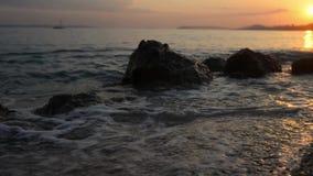 Video degli oceani al tramonto stock footage
