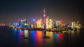video del timelapse 4k di Shanghai a partire dal giorno alla notte archivi video