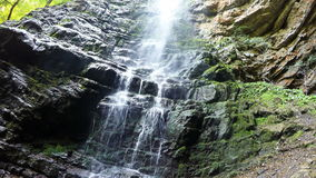 Video des Wasserfalls 4K UHD stock video footage